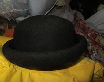 Vintage  AMANDA smith    Black Wool womens derby   hat made in ITALY