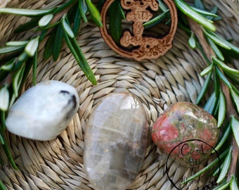 Fertility Crystals Pouch, Pregnancy Aids, Healing Mother and Baby Crystals, Natural Rhythm and Destiny Healing Crystal.