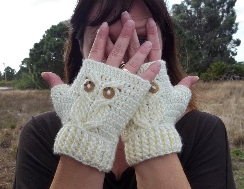 It\'s a Hoot Owl Texting Gloves a fingerless crochet mitt