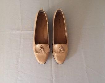 1970s fringe loafers | camel brown tassel fringe loafers | 9
