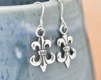 Fleur de lis Earrings, Silver Earrings, Fleur de lis Jewelry, Charm Earrings, Bridesmaid Gift, Gift for Her, Dangle Earrings, Antique Silver