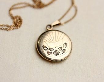 Locket Necklace Round, Gold Locket, Round Locket, Engraved Locket, Gold Filled Locket, Border Locket, Locket, Circle Locket, Flower Locket
