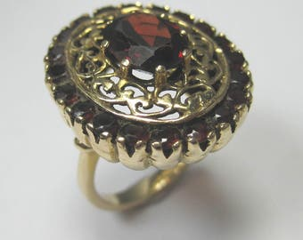 Vintage 14kt Yellow Gold Garnet Gemstone Ring - Beautiful Ring