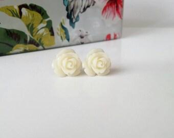 Cream rose earrings, ivory stud earrings, rose studs, cream flower earrings, resin flower earrings, resin rose earrings, bridesmaid earrings