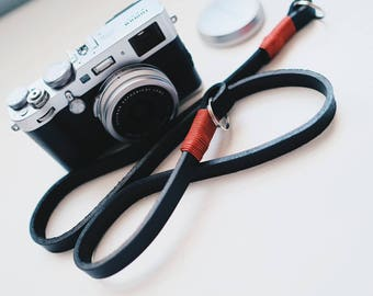 Tracolla in vero CUIO per fotocamere Mirrorless o Reflex SPEDIZIONE GRATIS - Camera Strap nera e amaranto pelle leather vintage cinghia
