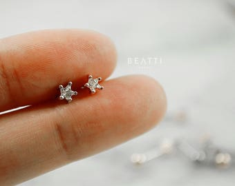 Tiny Five Prong CZ cartilage earring, Piercing, CZ barbell,Tragus Jewelry, helix, conch, tragus earring, tragus stud, piercing jewelry, tiny