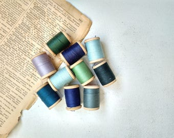 Vintage spools cotton thread Vintage wooden spools Made in USSR Shades of green blue Sewing craft projects Mix thread Set of 10 Sewing decor