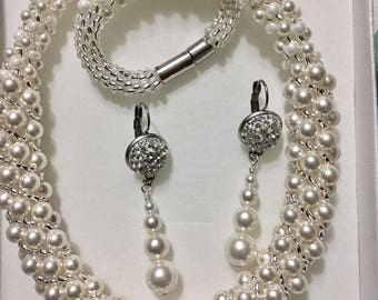 Decadent Ivory Pearl Necklace & Earring Set