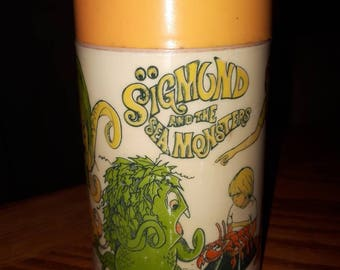 Vintage Aladdin Sigmund and the Sea Monsters thermos 1974