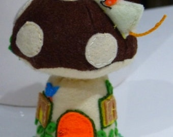 Mouse house pin cushion