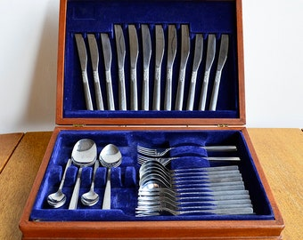 Viners of Sheffield - 1970s - Six Place-Setting - Stainless Steel Cutlery Set - Floral - Love Story Design - Teak Canteen Box
