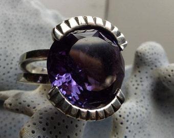 Artisan Huge Purple Sapphire Ring in Heavy Sterling Setting 12.6 grms-stone 16mm (16 carets) in diameter Sz 6.5 -Beautiful Stone!!!  1899SM