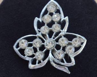 Rhinestone Leaf Brooch, Pin, Silver tone, Vintage (AB13)