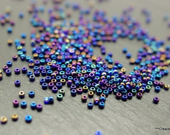 100 grams of blue seed beads