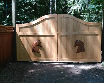 Horse Head Wood Carving, Horse Fence Decor - Ranch Decor Horse -  Equestrian Decor, Size 27 x 21  x 2 inches,White Oak, Early American Stain
