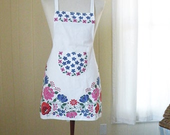 Vintage Mod Floral Apron / 70s 80s Bright Pink and Blue on White