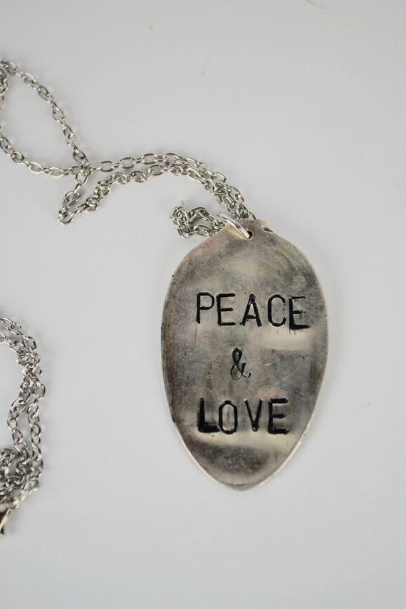Vintage spoon hand stamped peace love pendant te gusta este artculo aloadofball Images