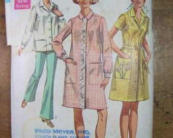 Vintage Simplicity Pattern 8046 Women's House Coat Smock or Dress Pattern Size 42-44