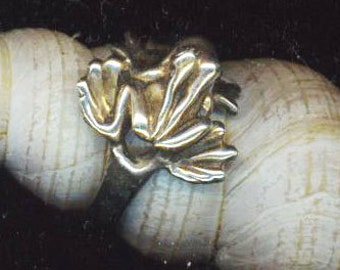 Vintage Sterling Silver Frog Ring . Marked 925 . Tree Frog Statement Ring . Small Size Girls Jewelry  - Cute Frog  by enchantedbeads on Etsy