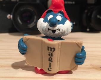 Vintage papa smurf holding magic book 2.0174