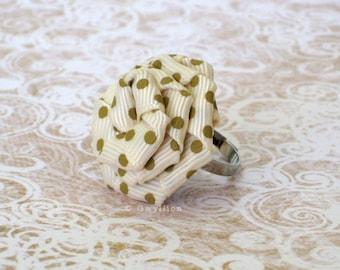 Cute Polka Dot Flower Drop - Café Cream