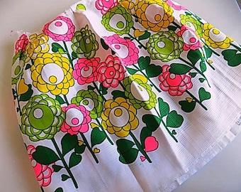 Vintage Bright Flowal Fabric Flower Power Mod Pattern Hot Pink Green Flowers