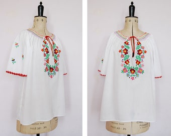 Vintage 1970s embroidered Hungarian blouse - 70s Peasant blouse - Hungarian top - Peasant top - Folk blouse - Gypsy blouse - Boho - Large
