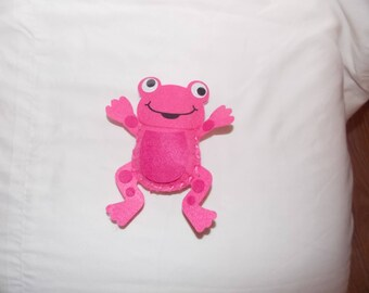 a small frog felt