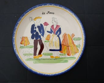 Hand painted Le Mans souvenir plate. Hand plated French country plate from Le Mans. Le Mans rural plate.