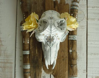 Painted and customized on Driftwood ∆••Spirit boheme∆•• revisited MouflonSkull skull