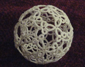 Littlun A dodecahedron in tatting