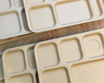 Six Vintage divided plastic lunch trays in Beige, Retro Divided Trays, Mid Century, Stacking Trays by Cambro