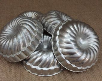 Vintage Mini Molds--Mini Bundt Pans--Set of 5 Mini Metal Molds--Swirl Mini Molds--Mini Cake Pans