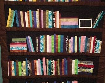 bookcase pattern, hanging book shelf, book quilt, pictures bookshelf, wall quilt, authors bookshelf quilt, gift for book lovers