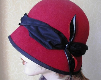 Red and black wool felt Cloche flapper hat