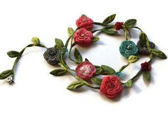 Jewelry Crochet Turquaz Pink Flowers and Green Leafs Necklace Handmade