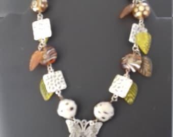 "Necklace fancy ""leaf"" original is for woman."