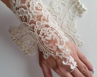 Ivory Wedding Gloves, Ivory Lace Barefoot Sandals, Lace Gloves, Lace Gauntlet, Wedding Gloves, Ivory Gloves, Ivory Lace Gloves