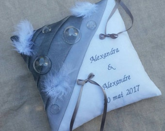 Gray and white bubble theme ring bearer pillow and feather, childhood, dream, personalized, Saperlipopette Creations
