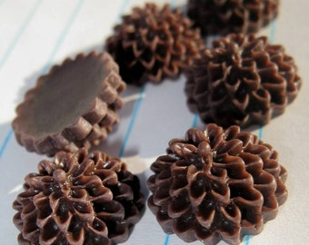 10 SMALL ROUND MUM Cabochons - 14mm - Chocolate Color