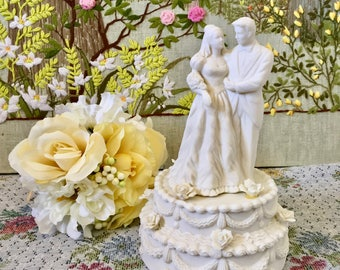 Cake Topper Wedding Cake Topper Vintage Wedding Cake Topper Bride and Groom Cake Topper Gift for Bride Wedding Cake Decorations Ceramic