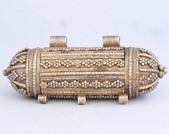 """Antique silver """"hirz"""" amulet/pendant. 74 x 32 mm. Yemen"""