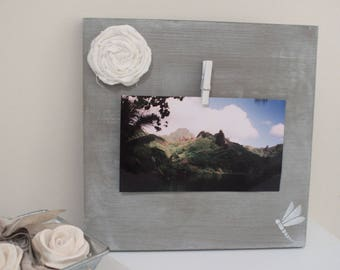 Decorative photo holder made of weathered wood and linen rosette