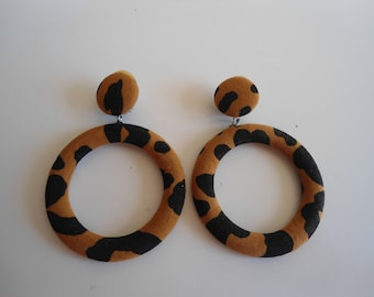 Really funky tiger print clip-on earrings, 80s style, vintage, also available in yellow and white.