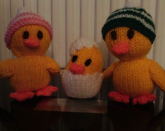 Handmade Knitted Duck Family, Mummy Duck, Daddy Duck With Striped Caps, Baby Duckling In An Eggshell Stocking Filler (New, Made To Order)