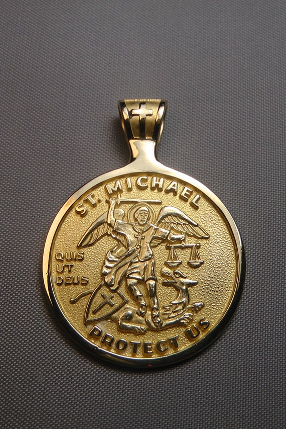 St michael medal 14k gold patron saint of police officers te gusta este artculo aloadofball Choice Image