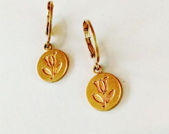 Tulip Coin Round Dangle Earring on Round Leverback