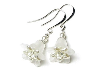 White Flower Wedding Earrings With Swarovski Pearl & Clear Crystals Romantic Summer Bridal Drop Silver Jewelry Gift Boxed Special Day Floral