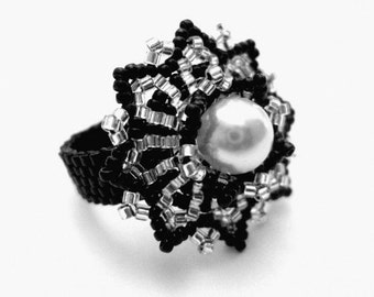 Peyote Ring / Beaded Ring in Black and Silver / Seed Bead  Ring / Custom Ring / Beadwoven Ring / Size  5, 6, 7, 8, 9,  10, 11, 12, 13