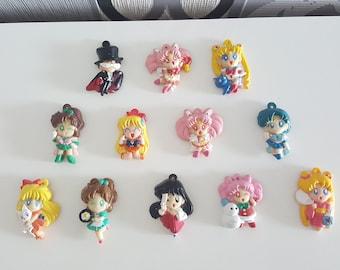 12 Sailor Moon Doll Figure Magnet - Super Moon Chibi Bunny Serena Usagi Chibiusa Mars Jupiter Merkur Venus Tuxedo Mask Ami Rei Minako Makoto